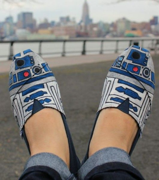 R2DShoe – Hand Painted & Star Wars Inspired.: Tom Shoes, R2D2 Toms, Toms Shoes, Star Wars, R2 D2, R2D2 Shoes, R2D2Toms, Fashion Pin, Starwars