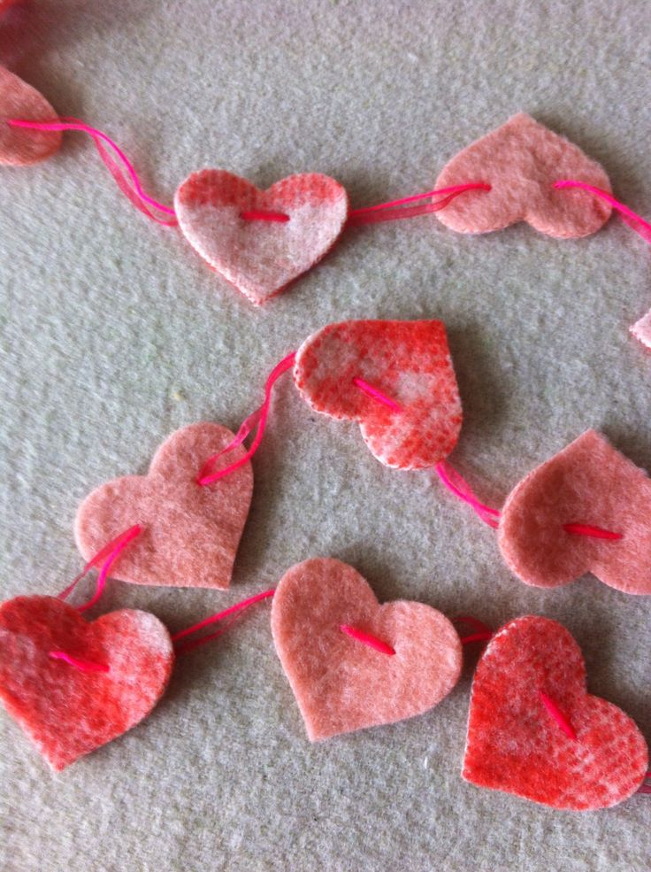 Upcycled blanket craft - sweet heart garland looks easy to make!
