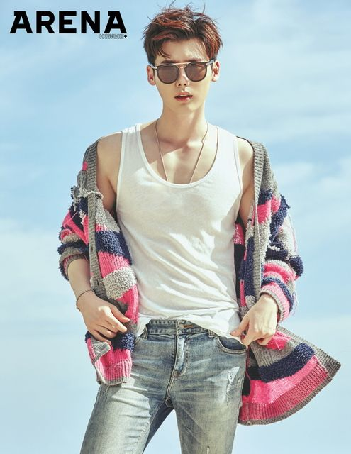 Seductive sunglasses, just the thing for summer. Lee Jong Suk shows us how it's done. Check it out! Source | Korea Star Daily