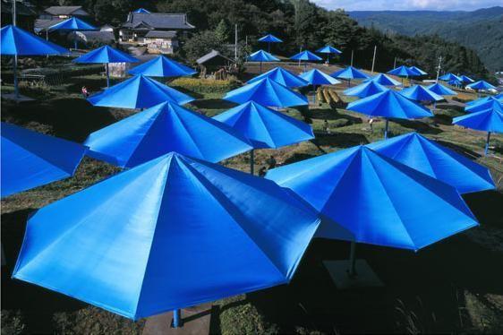 Christo_Umbrellas_Japon_2