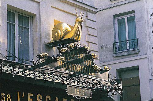 Une enseigne de restaurant dans le quartier Montorgueil