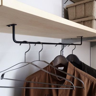 棚板の裏にバーをつけると服を掛けることも◎省スペースも有効に活用できますね! ・ アイアンワークバーハンガー / 詳細はウェブストアをご覧ください http://ift.tt/2jlqcqa