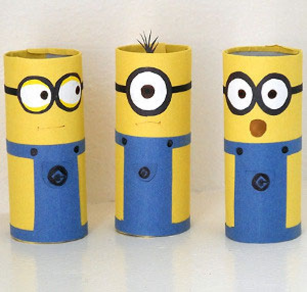 Toilet roll Minions - turn toilet paper rolls into #Minions! Another fun #recycling activity for kids! #Recycle #Conservation #JimmysGoneGreen