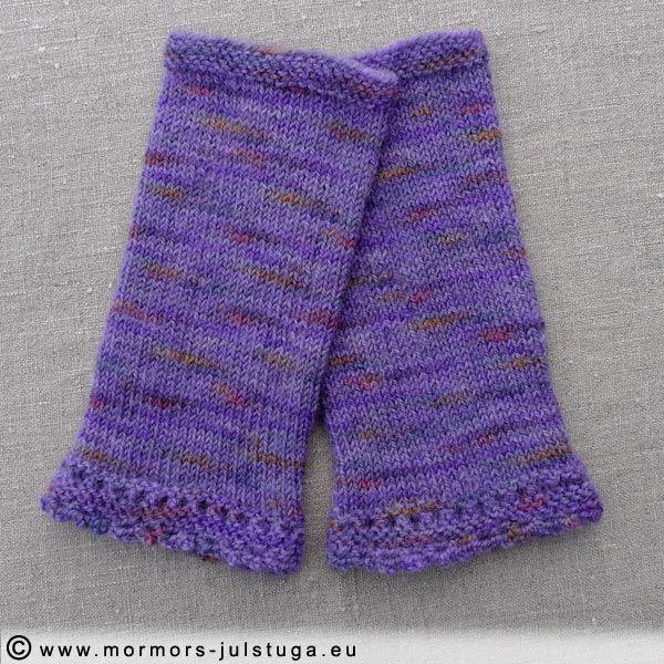 Varma pulsvärmare av handfärgat garn. Eftersom varje garnhärva färgas separat blir de också unika i sin färgkombination. Garnet är av 100% ull.  Storleken är dam medium. Längd 18,5 cm och bredd 8,5 cm.