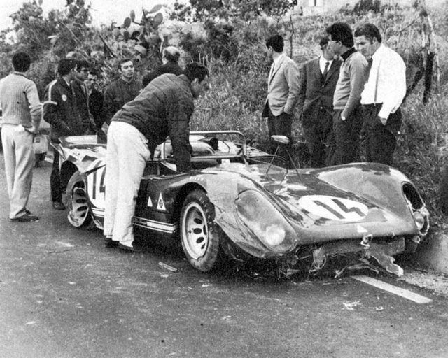 14 Alfa Romeo 33-3 Masten Gregory - Toine Hezemans (32a).jpg