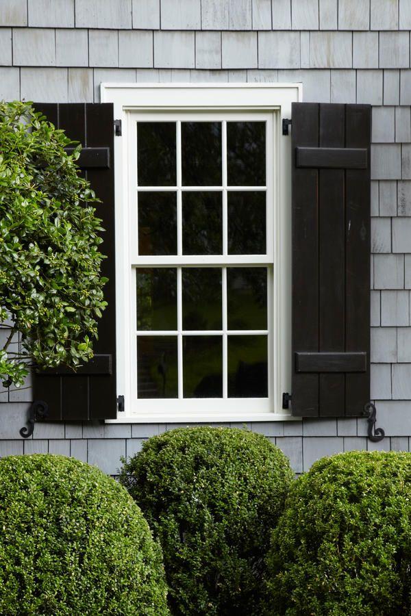 25 b sta black shutters id erna p pinterest snygga trottoarkanter och altaner framsida for Black window shutters interior