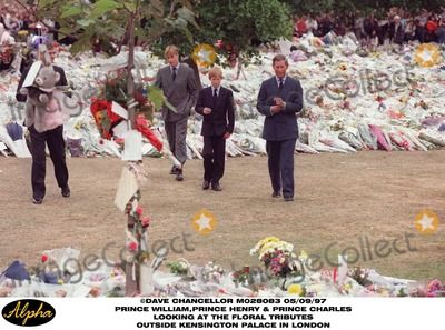 /09/97 Prince William , Prince Henry and Prince Charles Walkabout Talking to Crowds and Looking at the Floral Tributes Outside Kensington Palace in London