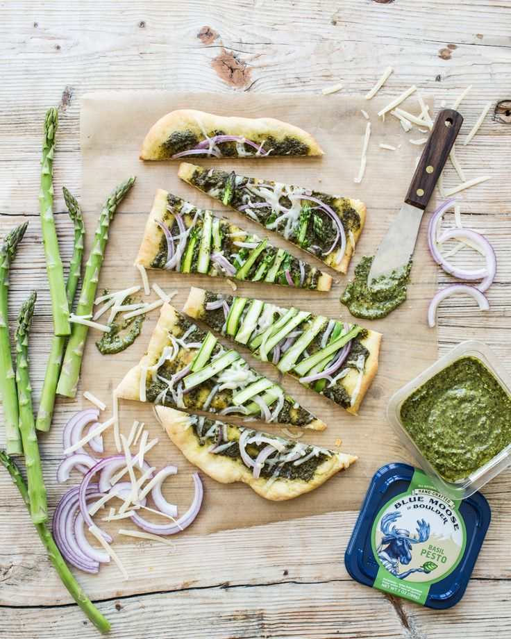 Skip tomato sauce and make this homemade Basil Pesto Pizza! 1️⃣Roll out your crust and generously spread on Blue Moose of Boulder Basil Pesto (you can also use Nut-Free Basil Pesto) 2️⃣Top with Spring vegetables, such as asparagus and red onions 3️⃣Bake at 500F for 8-10 minutes or until edges are golden brown. Slice and enjoy! #Pizza #Pesto #Spring #Veggies #MeatlessMonday #FueledByBlueMoose