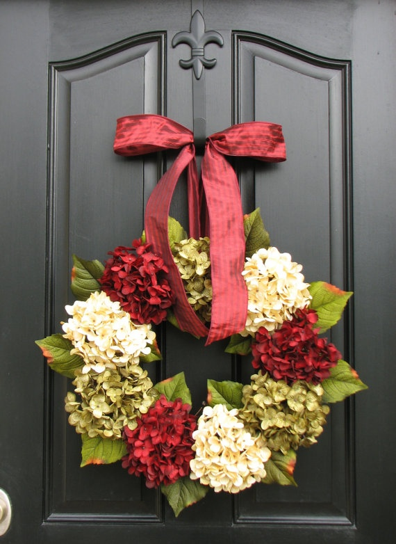 Holiday Wreaths, Christmas Wreath, Christmas Hydrangeas, Traditional Front Door Wreaths, Holiday Home Decor. $85.00, via Etsy.