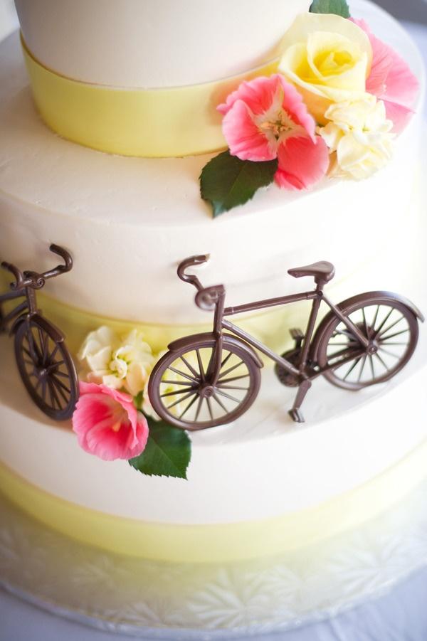 Chocolate bikes on vintage bike themed cake.
