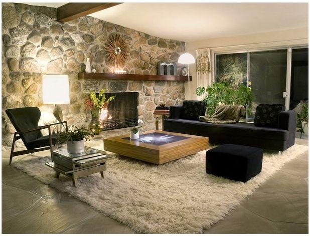 saln con una de sus paredes en piedra artificial y decorado con muebles modernos una