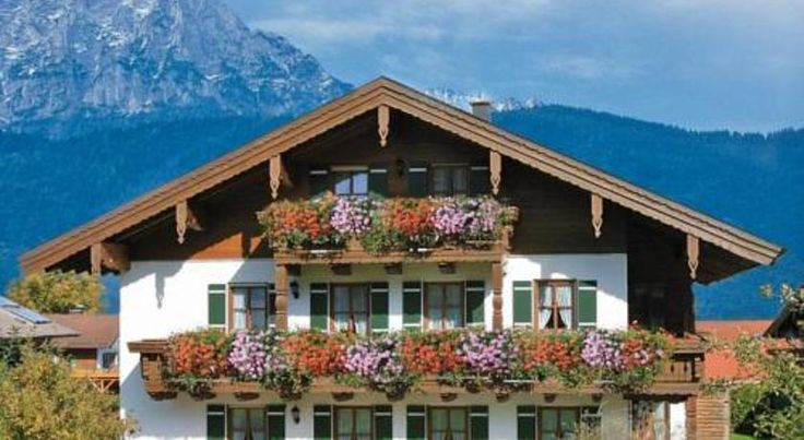 Landhaus Fürberger Anger Surrounded by the wonderful countryside of the Berchtesgadener Land, these peaceful holiday apartments offer balcony/terrace, free internet access and free private parking.