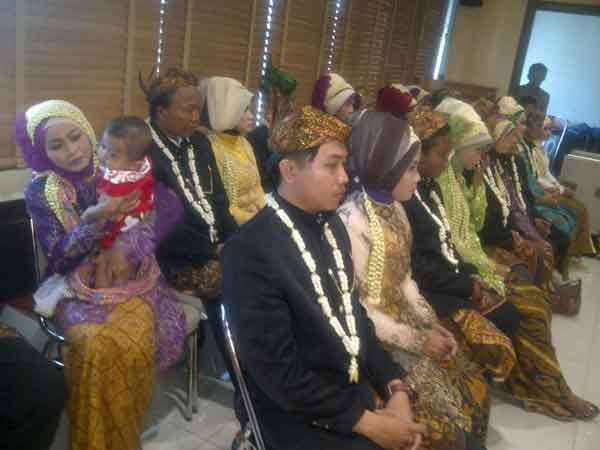 21 Pasangan Dinikahkan Massal, Bonus  Bulan Madu Gratis