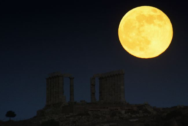 Today the World will see the biggest and brightest supermoon since 1948
