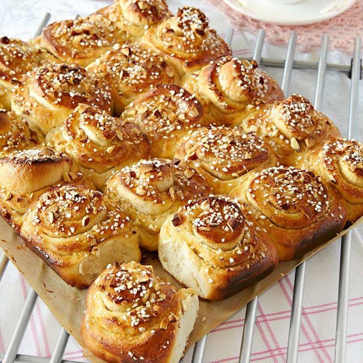 Vaniljbullar i långpanna - fantastiskt goda bullar med smak av vanilj, kardemumma och mandel.