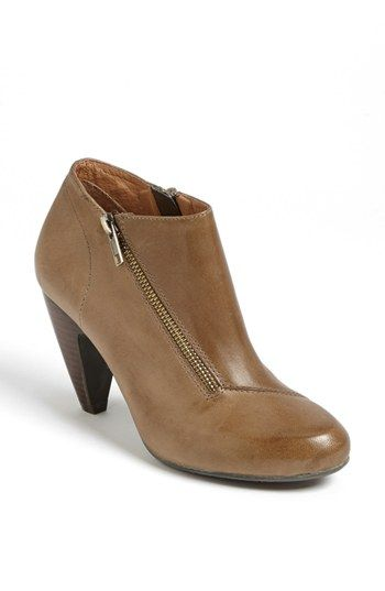 Cute angle zippered bootie