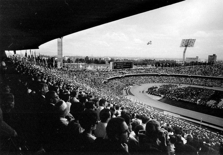 El 20 de noviembre de 1952 fue inaugurado el Estadio Olímpico Universitario, obra de los arquitectos Augusto Pérez Palacios, Raúl Salinas Moro y Jorge Bravo Jiménez.