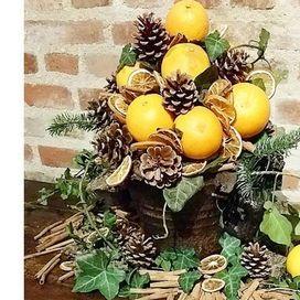 Albero di Natale con arance e pigne   Donna Moderna