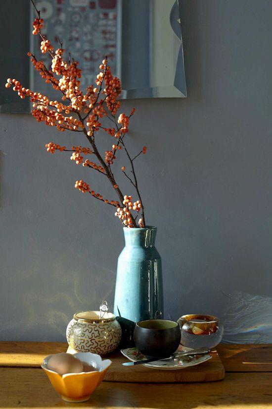 De winterstyling wordt weer toegepast in huis. Warme kleuren zoals oranje rood en bruin worden dan ook veel in de winter gebruikt.