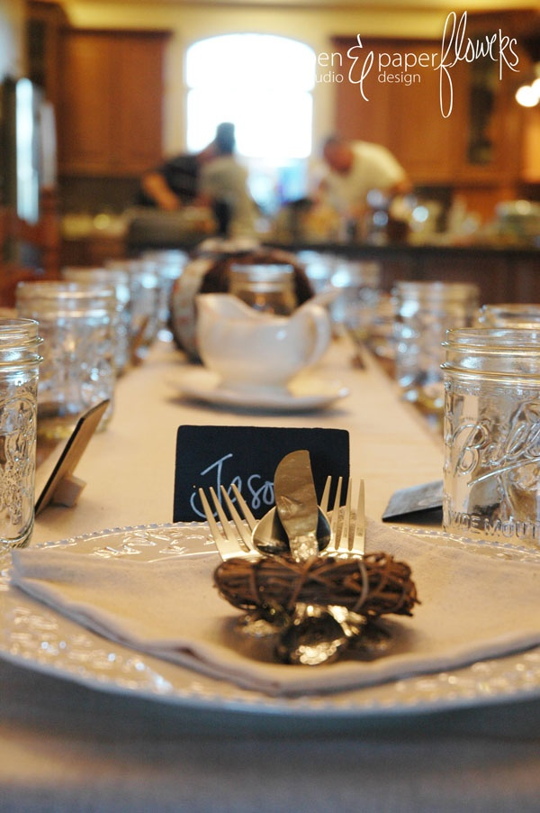 French Farmer's Market Thanksgiving Table Setting - Simple is better.  #holidayentertaining
