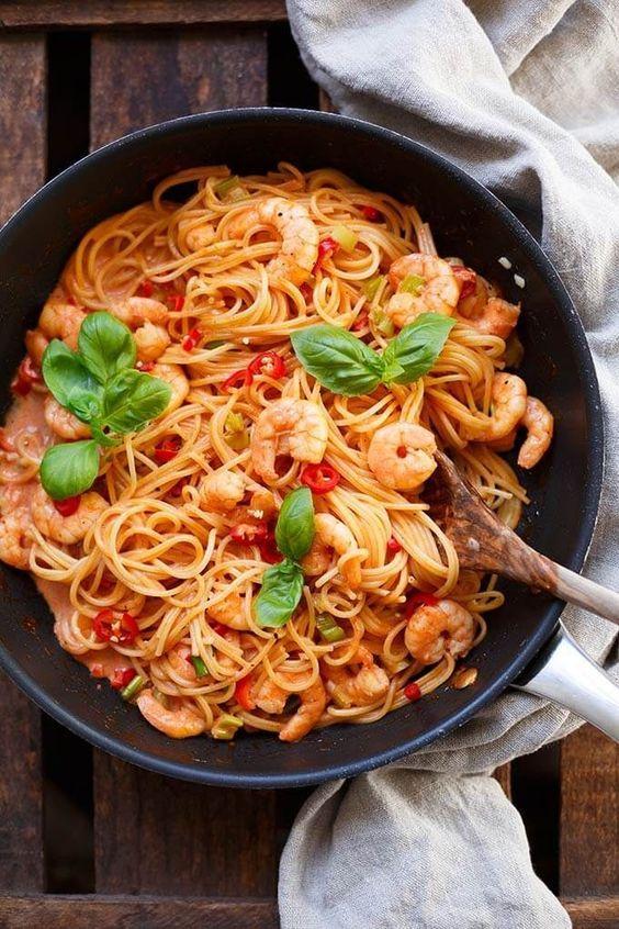 OMG, die Nudeln mit Garnelen-Tomaten-Sahne-Sauce sind wunderbar scharf und …   – Rezepte