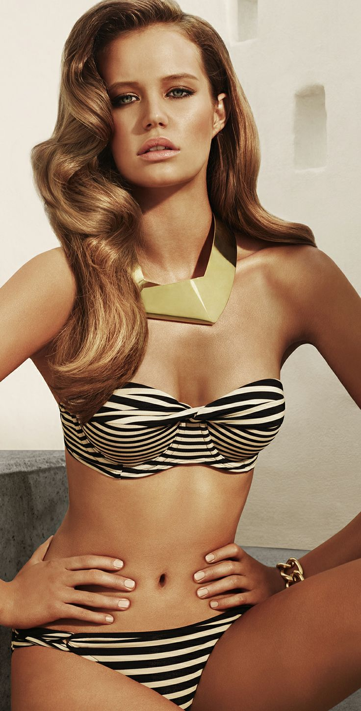 This Jets 2013 Momentum black and beige bandeau top has a contrast stripe twist at front. It is a bustier style bandeau bikini top with molded cups, it clasps at the back and comes with a removable neck straps. The bikini bottom has contrast plait side an