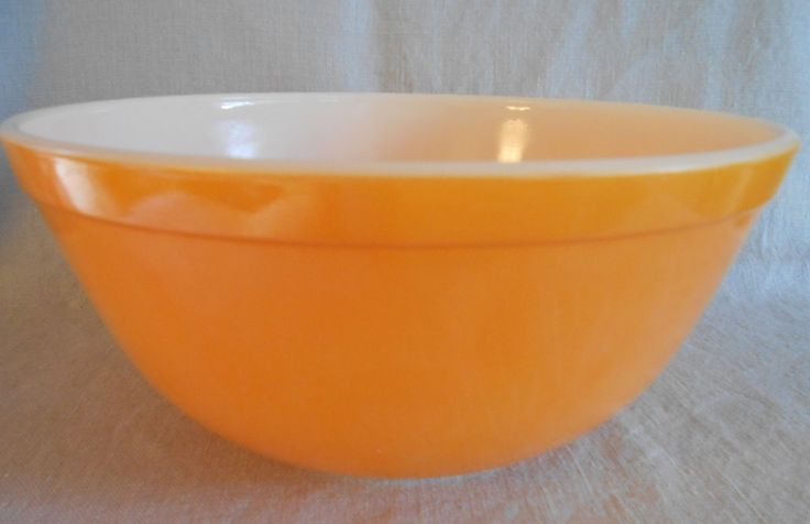 Pyrex Daisy Orange Bowl - Pyrex 403 - 2 1/2 Qt Bowl from the Daisy Group by CheekyBirdy on Etsy
