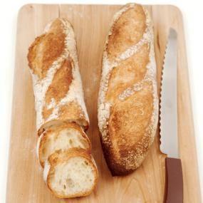 パン作りを始めたら、挑戦したくなるバゲット。 多くのパン屋さんに愛用されているリスドォルを使って、基本のバゲットを作りましょう! 香ばしいクラストと軽い食感の、食べ飽きないバゲットに仕上がりますよ。