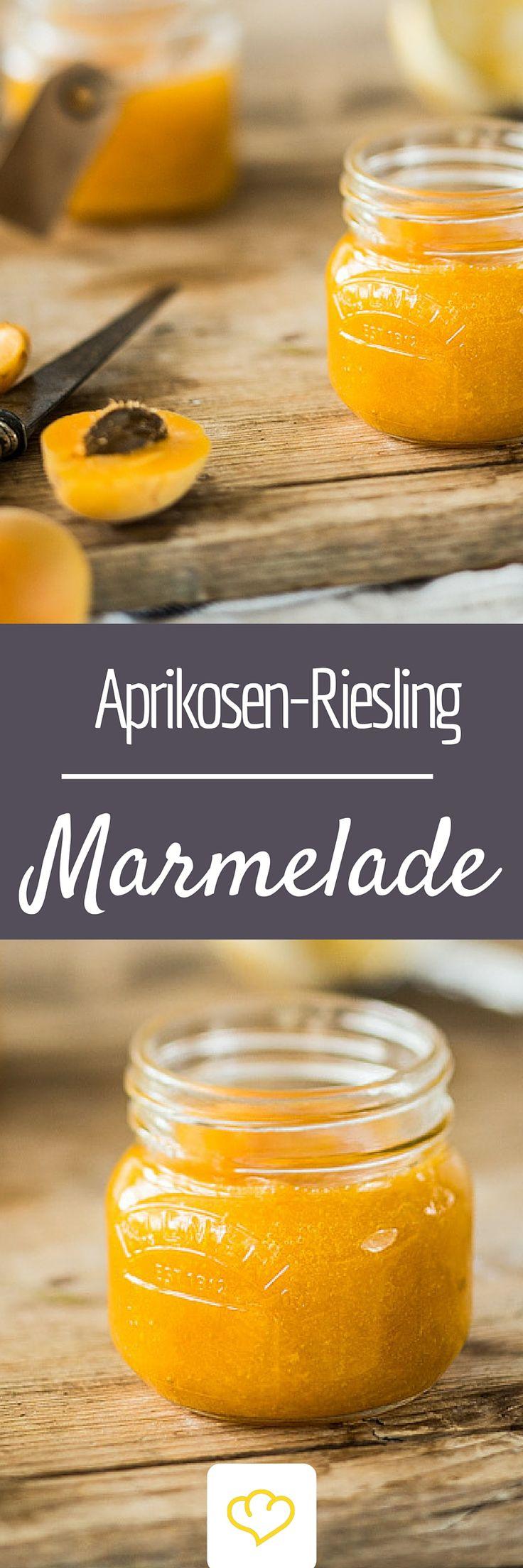Die Krönung für Scones und Clotted Cream: selbstgekochte Aprikosen-Marmelade mit Riesling!