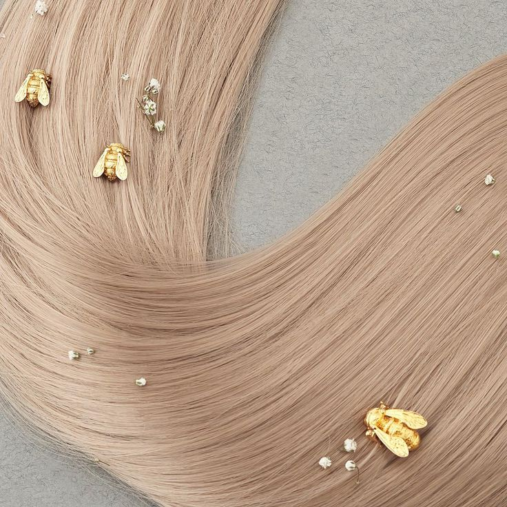 🌿🐝 :: Baby Bee Gold Studs :: 🐝🌿 . . . #BillSkinner #bee #bumblebee #scandi #blonde #design #stilllifephotography #scandistyle #beejewellery #beejewelry #jewelleydesign #lovebees #fashionphotography
