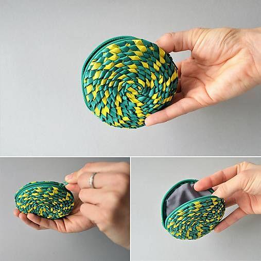Peňaženka na mince ručne pletená z palmových listov