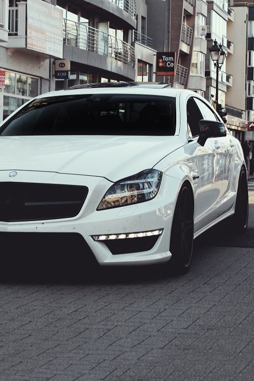 White Mercedes CLS AMG. Luxury, amazing, fast, dream, beautiful,awesome, expensive, exclusive car. Coche blanco lujoso, increible, rápido, guapo, fantástico, caro, exclusivo.