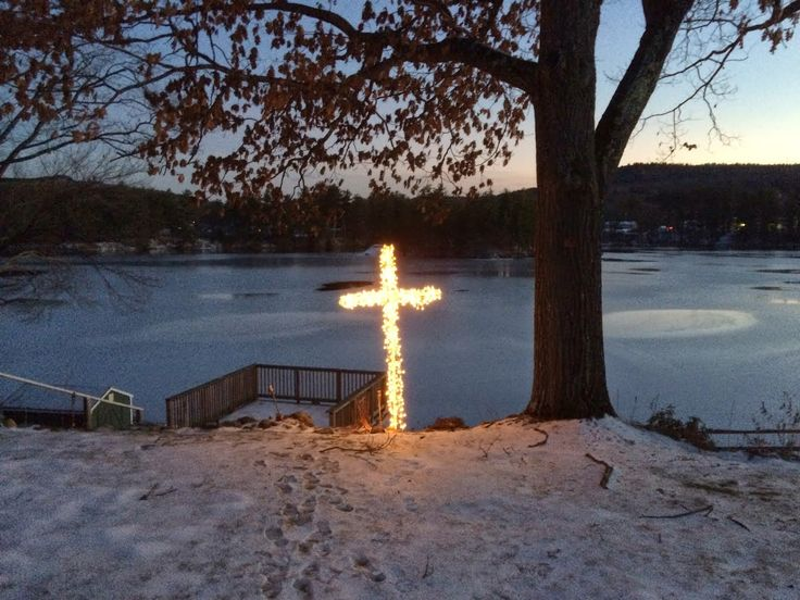 Build your own lighted Christmas cross.  Outside decoration with PVC piping, chicken wire and white Christmas lights.   Easy! DIY light cross