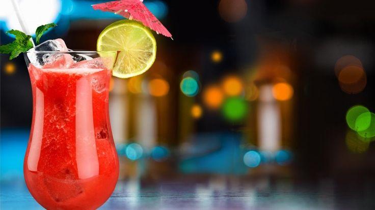 Caipiroska alla fragola, cocktail con vodka e succo di fragola, cocktail famosi