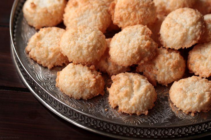The English version of the coconut macaroons recipe is beneath the Hungarian post. A kókusz macaroon ötlete akkor jött mikor …