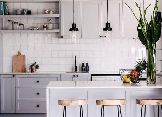25 beste idee n over grijze keukens op pinterest grijze kasten metro tegel keuken en keuken - Eigentijdse keuken tafel ...