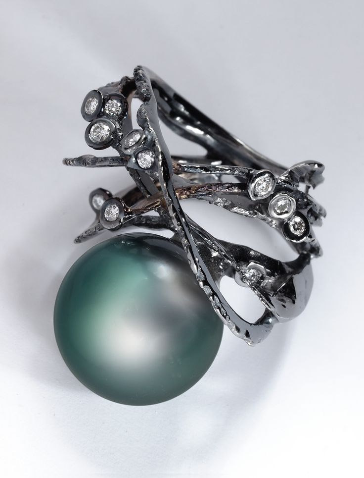 Thierry Vendome | Écorce Ring. Tahitian Pearl, Diamonds, Black Gold. LOVE!