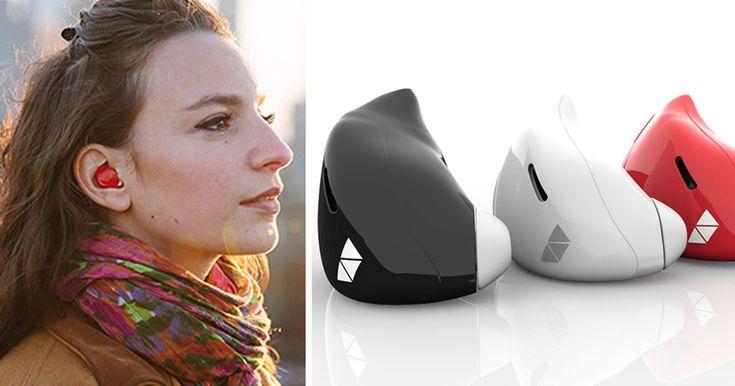 Cet appareil appelé The Pilot conçu par l'entreprise Waverly Labs permet à l'utilisateur de comprendre l'une des différentes langues étrangères à l'aide de traduction intra-auriculaire en temps réel. Une application pour téléphones intelligents vous permet de choisir la langue désirée, et la sélection comprend le français, l'espagnol, l'italien et l'anglais.