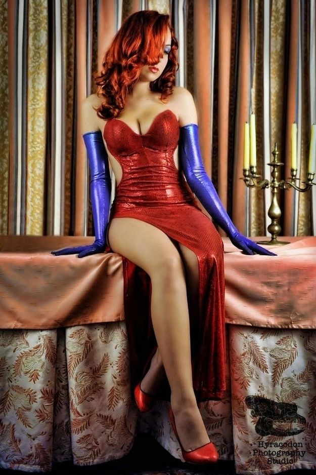 Jessica Rabbit halloween costume, amazing way to create jessica's tiny waist so she's nothing to sneeze at