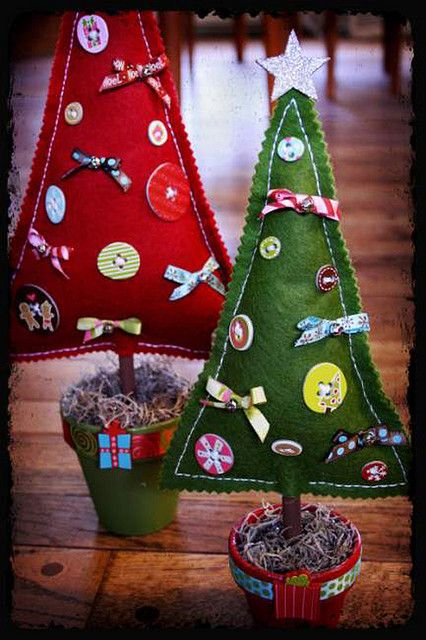 love the felt trees with buttons and bows in flower pots :) would be great for our entryway