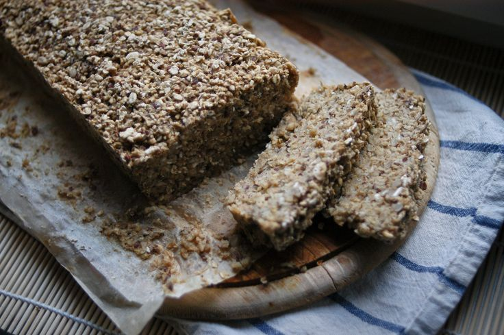 Flake bread with linseed and sunflower seeds