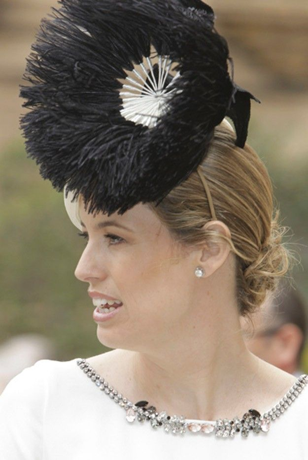 He visto en TELVA la boda de Alfonso y Sabina y he querido hacer una selección de tocados y sombreros originales y elegantes. ¿Qué os parece?