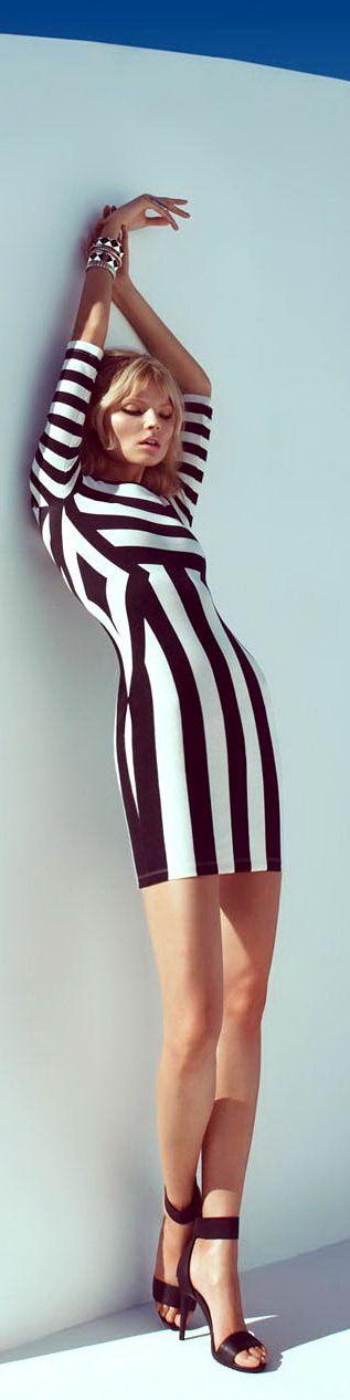 Ultra flattering black and white stripe dress #minimal #simpleminimalchic