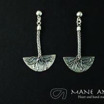 Mane Antu Joyería. Piezas única hecha a mano. Colección Raíces. Aretes en Plata 950 y Granates.