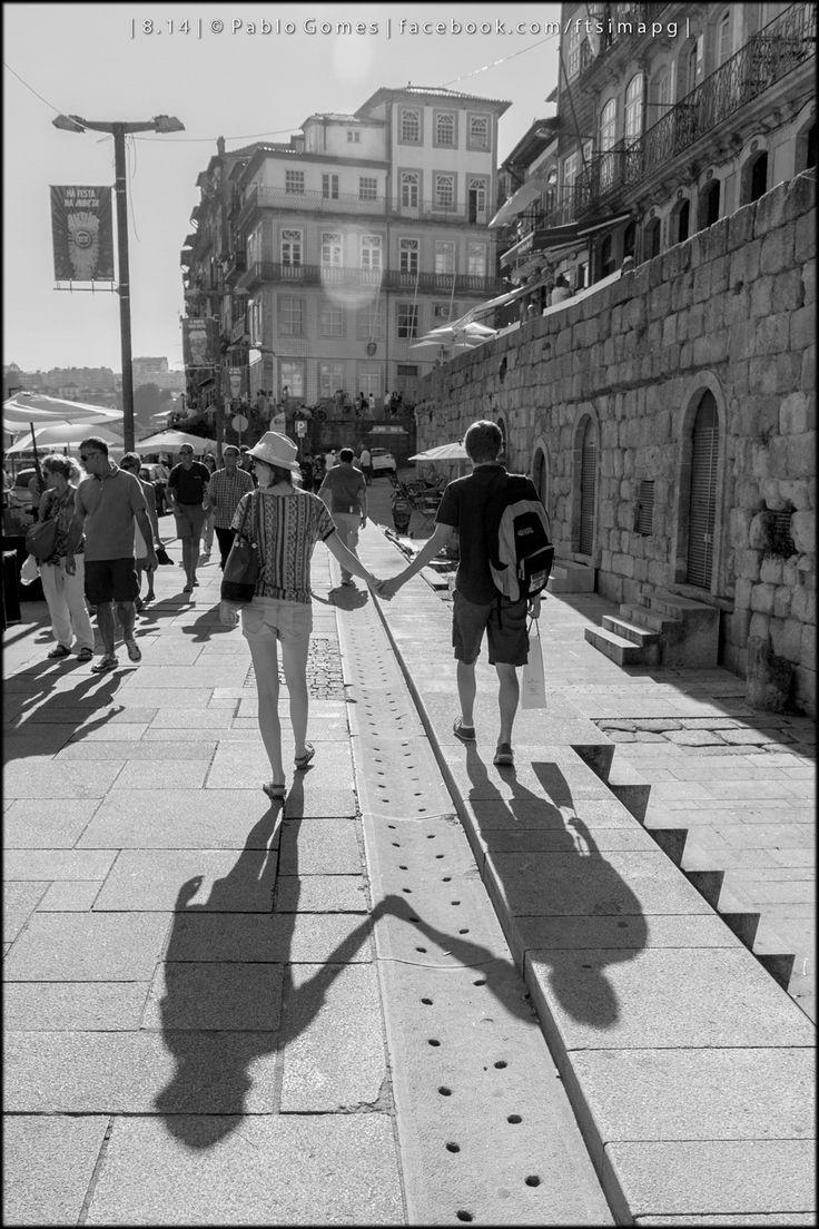 """""""Dois casais"""" / """"Dos parejas"""" / """"Two couples"""" [2014 - Porto / Oporto - Portugal] #fotografia #fotografias #photography #foto #fotos #photo #photos #local #locais #locals #europa #europe #pessoa #pessoas #persona #personas #people #cidade #cidades #ciudad #ciudades #city #cities #street #streetview @Visit Portugal @ePortugal @WeBook Porto @OPORTO COOL @Oporto Lobers"""