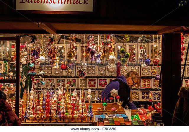 christmas-market-stand-filled-with-toys-and-ornaments-f5c8b0.jpg (640×447)