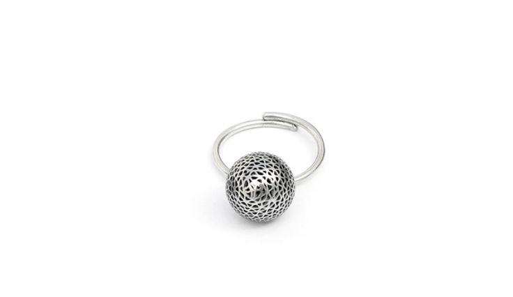 Liliana Guerreiro | Collections -  Handmade silver ring, with an ancient filigree technique, mesh. It is adjustable.