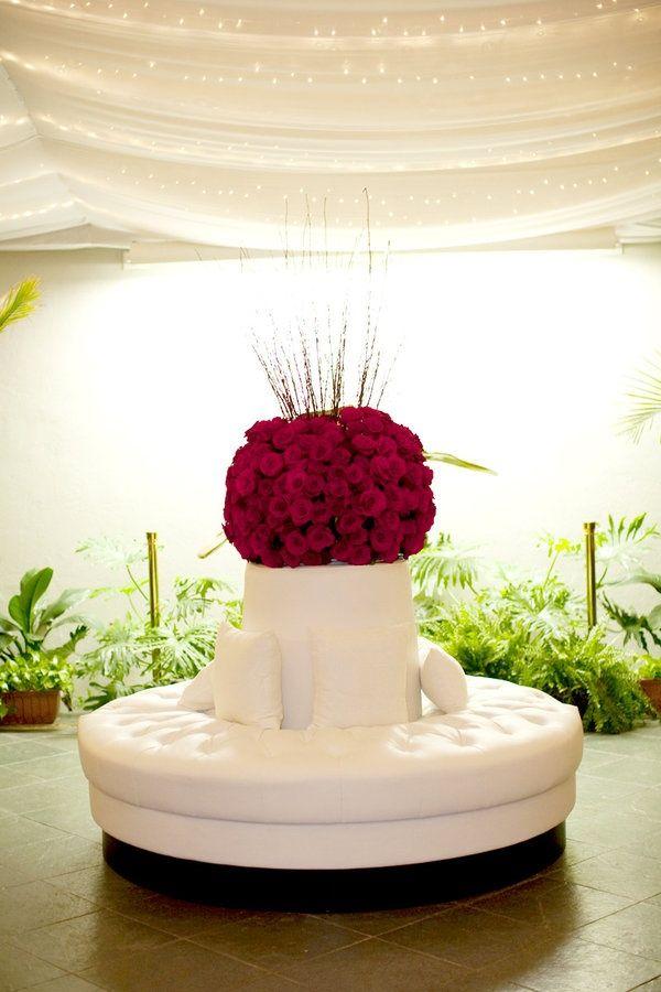 Ideas para una boda con acentos en color rojo.