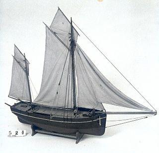 Model af handelskvase fra Bogø - sejlskib med dam, til opkøb og transport af levende fisk. Måske er det galeasen ELISE af Bogø. Længde: 103 cm. Bredde: 22 cm.  En stor overdækket båd med bovspryd, anker, ror, to master, to gaffelsejl, to topsejl og to forsejl. Modellen tilhører Museum Østjylland – Dansk Fiskerimuseum, som rummer Dansk Fiskeriforenings Modelsamling. Indkom angiveligt i samlingen i 1888 og blev vist på en udstilling i 1894.