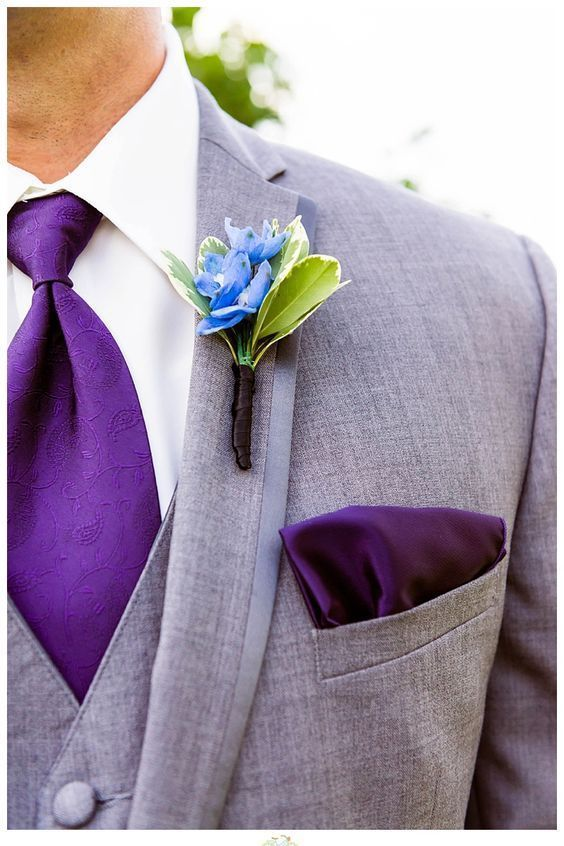 Ultra Violet. Little Boy Blue y gris para los padrinos de boda. Amanda MacDonald Photography.
